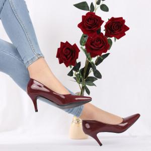 Pantofi Cu Toc Gianna Maroon - Pantofi cu toc din piele ecologică cu un design unic. Fii în pas cu moda şi străluceşte la următoarea petrecere. - Deppo.ro