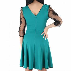 Rochie Lacey Turquoise - Rochie elegantă fabricată în România cu un decolteu generos acoperit cu plasă neagră dantelată, maneci trei sfert din plasă neagră dantelată, pune-ți silueta în evidență și atrage toate privirile - Deppo.ro