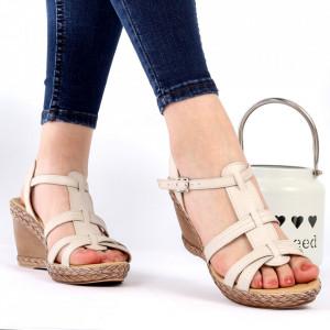 Sandale pentru dame din piele naturală cod 210 Bej - Sandale pentru dama din piele naturală  Închidere prin baretă  Calapod comod - Deppo.ro