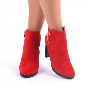Botine cod A10275 Roși - Botine din piele ecologică roșii cu cataramă decorată cu ștrasuri și toc de 9 cm - Deppo.ro