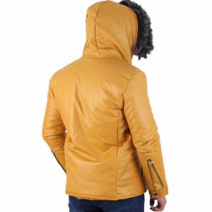 Geacă Marion Camel - Geacă scurtă stilată de iarnă pentru bărbaţi din piele ecologică cu interior îmblănit şi căptuşit, prevăzută cu guler îmblănit, în partea din faţă jacheta este prevăzută cu un fermoar lung rezistent - Deppo.ro