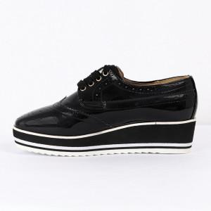 Pantofi din piele ecologică Cod 0-167 Negri - Pantofii îți transformă limbajul corpului și atitudinea. Te înalță fizic și psihic! Pantofi pentru dame din piele ecologică lăcuită - Deppo.ro