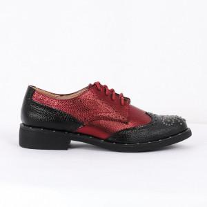 Pantofi din piele ecologică Cod 325 - Pantofii îți transformă limbajul corpului și atitudinea. Te înalță fizic și psihic!  Pantofi pentru dame din piele ecologică lăcuită  Model cu ștrasuri - Deppo.ro