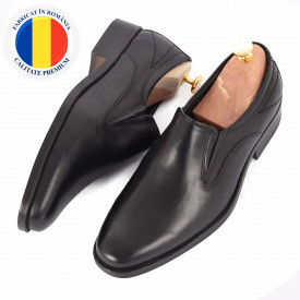 Pantofi din piele naturală Jordon Negru - Pantofi din piele naturală, model simplu, finisaje îngrijite cu undesign deosebit prin vârful perforat - Deppo.ro