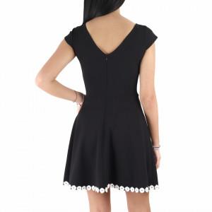 Rochie Taliyah Black - Rochie din material elastic, pentru o ținută lejeră și elegantă în același timp datorita croiului. Cu un decolteu modest șicroiul lejer iti asigura libertatea de miscare. - Deppo.ro