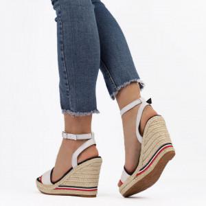 Sandale pentru dame cod F20-21 White - Sandale pentru dama din piele ecologică  Închidere prin baretă  Calapod comod - Deppo.ro