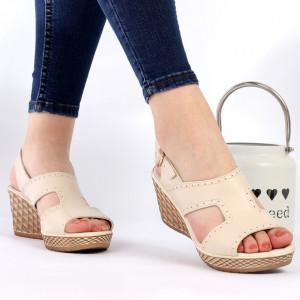 Sandale pentru dame din piele naturală cod 1554 Bej