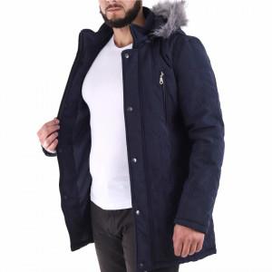 Geacă de iarnă Caleb Bleumarin - Geacă stilată de iarnă pentru bărbaţi, prevăzută cu glugă îmblănită, în partea din faţă jacheta este prevăzută cu un fermoar lung rezistent şi capse, aceleaşi tipuri de fermoare, sunt aplicate şi la baza buzunarelor laterale. - Deppo.ro