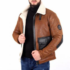 Geacă Hugo Brown - Geacă lungă stilată de iarnă pentru bărbaţi din piele ecologică cu interior îmblănit, prevăzută cu guler îmblănit, în partea din faţă jacheta este prevăzută cu un fermoar lung rezistent - Deppo.ro