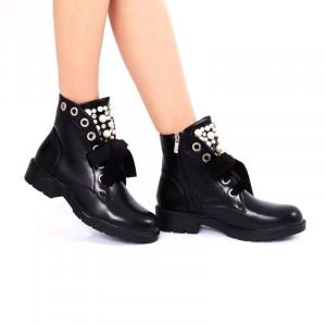 Ghete pentru dame cod K12 Negre - Ghete din piele ecologică cu vârf rotund decorate cu perle - Deppo.ro