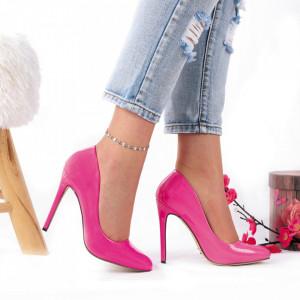 Pantofi Cu Toc Kyra Fuchsia - Pantofi cu toc din piele ecologică cu un design unic. Fii în pas cu moda şi străluceşte la următoarea petrecere. - Deppo.ro