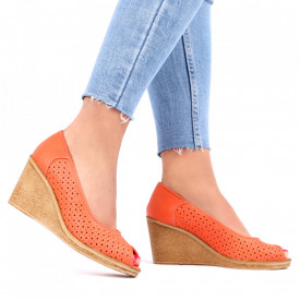Pantofi din piele naturală cod 55672 Coral - Pantofi din piele naturală perforată cu platformă și vârf decupat Confortul purtării este sporit de tălpicul din piele ecologică - Deppo.ro