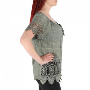 Bluză pentru dame tip cămășuță cod 91071 Green - Bluză tip cămășuță pentru dame  Model decorativ cu dantelă  Prindere cu șnur în partea de sus - Deppo.ro