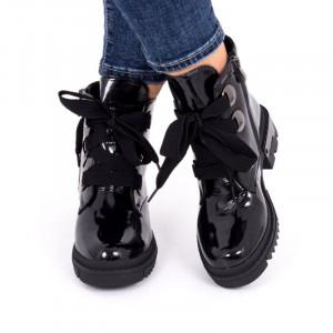 Ghete pentru dame cod Negre - Ghete din piele ecologică lăcuităcu închidere prin șiret și fermoar - Deppo.ro
