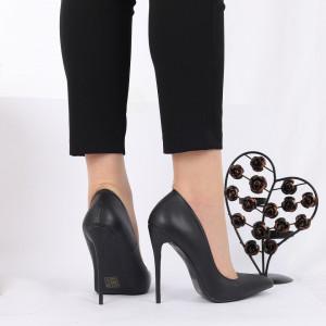 Pantofi cu toc cod 81246A001 Negri - Pantofi cu toc din piele ecologică cu un design unic., fii în pas cu moda şi străluceşte la următoarea petrecere. - Deppo.ro
