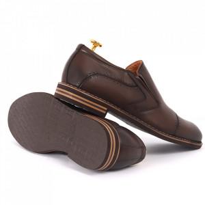 Pantofi din piele naturală maro cod 77141 - Pantofi pentru bărbaţi din piele naturală, model simplu, finisaje îngrijite cu undesign deosebit - Deppo.ro