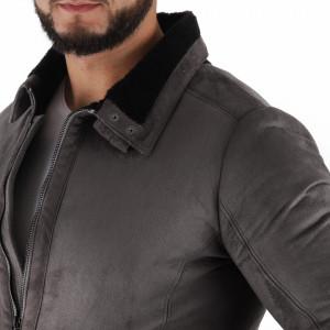 Geacă Tristan Grey - Geacă scurtă pentru bărbaţi, prevăzută cu guler şi buzunare laterale, în partea din faţă jacheta este prevăzută cu un fermoar rezistent. Material tip catifea. Compozitie 70% Cotton, 30% poliester - Deppo.ro