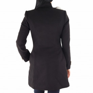 Palton Floris Black - Palton Chanttal elegant din stofă cu închidere cu nasturi, căptușit pe interior și un decor pe umăr care imita trandafirii. Îmbracă-l la rochii sau ținute office și asortează-l cu o pereche de mănuși din piele pentru un plus de eleganță. - Deppo.ro