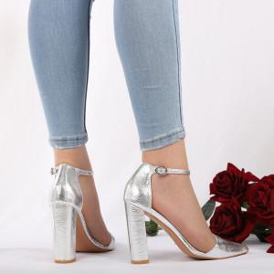 Pantofi Cu Toc Aniya Silver - Pantofi cu toc din piele ecologică cu un design unic. Fii în pas cu moda şi străluceşte la următoarea petrecere. - Deppo.ro