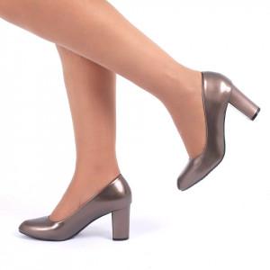 Pantofi cu toc cod CA83 Auri - Pantofi cu vârf rotund şi toc gros din piele ecologică lăcuită, foarte confortabili cu un calapod comod - Deppo.ro