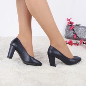 Pantofi Cu Toc Mattie Navy - Pantofi cu toc din piele ecologică cu un design unic. Fii în pas cu moda şi străluceşte la următoarea petrecere. - Deppo.ro