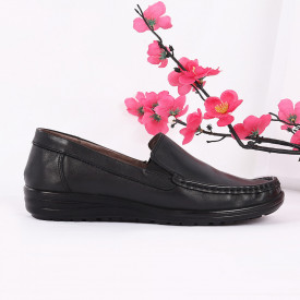 Pantofi din piele naturală cod 118420 Negri - Pantofii îți transformă limbajul corpului și atitudinea. Te înalță fizic și psihic! Pantofi pentru dame din piele naturală - Deppo.ro
