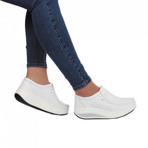 Pantofi din piele naturală cod A2252 Albi - Pantofii îți transformă limbajul corpului și atitudinea. Te înalță fizic și psihic! Pantofi pentru dame din piele naturală Talpă ortopedică flexibilă și un calapod comod - Deppo.ro