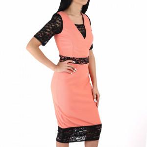 Rochie Chelsea Pink - Rochie casual cu mânecă scurtă, pune-ți silueta în evidență și atrage toate privirile, aspectul asimetric petrecut de la baza rochiei aduce un aer inedit ținutei. - Deppo.ro