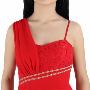 Rochie Gabriele Red - Rochie roșie, elegantă dantelată peste bust, cu un decor cu ştrasuri, fără mâneci, pune-ți silueta în evidență și atrage toate privirile - Deppo.ro