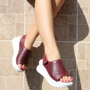 Sandale pentru dame din piele naturală cod PL2014 Wine - Sandale pentru dama din piele naturală  Închidere prin arici lateral,  Talpa spate 4 cm Talpa fata 2.5 cm  Calapod comod - Deppo.ro