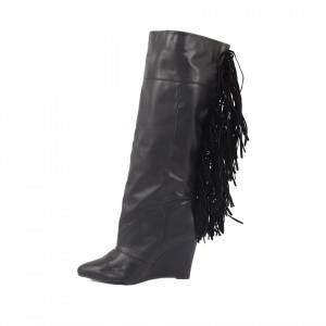 Cizme Cloe Black - Cizme pentru dame din piele ecologică lăcuită cu un design abstract, decorate cu franjuri pe lungimea gambei - Deppo.ro