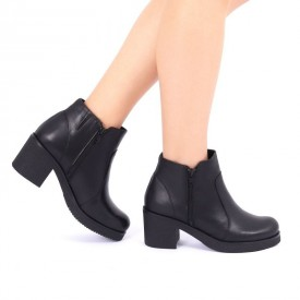 Ghete din piele naturală pentru dame cod 2014 Negre - Ghete din piele naturală cu interior îmblănit și inchidere cu fermoar - Deppo.ro