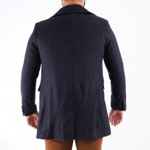 Palton Vincent Gri - Modelul prezintă o croială cambrată, inchidere la un singur rând de nasturi, pe interior paltonul este prevăzut cu căptuşeală satinată, doua buzunare laterale inserate si un buzunar interior. Compoziţie 85% lână, 15% poliester - Deppo.ro