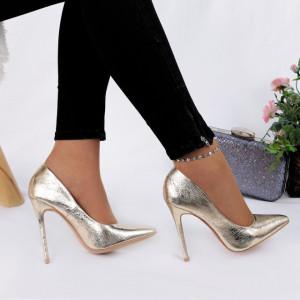Pantofi cu toc cod HZ80672 Auri - Pantofi aurii din piele ecologică de înaltă calitate cu tocul subţire de 11,5 cm şi vârf ascuţit - Deppo.ro