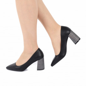 Pantofi cu toc cod OD0205 Negri - Pantofi cu toc gros cu un model deosebit și vârf ascuțit din piele ecologică, foarte confortabili potriviți pentru birou sau evenimente speciale. - Deppo.ro