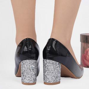 Pantofi cu toc cod SA1811 Arginti - Pantofi din piele ecologică lăcuită cu toc gros  Vârf rotund , foarte confortabili potriviți pentru birou sau evenimente speciale. - Deppo.ro