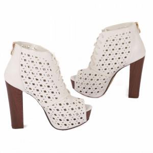 Pantofi Cu Toc Sandra White - Pantofi cu toc lung și platformă, din piele ecologică perforată, design dantelat foarte confortabili datorită calapodului comod - Deppo.ro