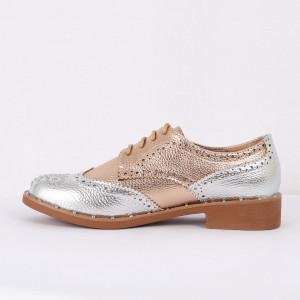 Pantofi din piele ecologică Cod 326 - Pantofii îți transformă limbajul corpului și atitudinea. Te înalță fizic și psihic!  Pantofi pentru dame din piele ecologică lăcuită  Model cu ștrasuri - Deppo.ro