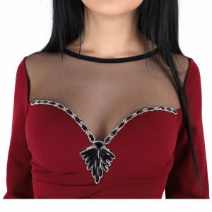 Rochie Emily Bordo - Rochie roșie cu negru elegantă cu un decolteu generos acoperit cu plasă neagră și decorată cu pietricele în V, pune-ți silueta în evidență și atrage toate privirile - Deppo.ro