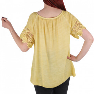 Bluză pentru dame tip cămășuță cod 91071 Yellow - Bluză tip cămășuță pentru dame  Model decorativ cu dantelă  Prindere cu șnur în partea de sus - Deppo.ro
