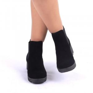 Ghete pentru dame cod 99968 Negre - Ghete din piele ecologică cu interior căptuşit, tocul de 5 cm. Calapod comod - Deppo.ro