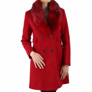Palton Mariona Red Lung - Palton elegant cu guler din blană ecologică și buzunare. Se inchide cu doi nasturi în talie și este căptușit pe interior. Imbracă-l la rochii sau ținute office și asortează-l cu o pereche de mănuși din piele pentru un plus de eleganță - Deppo.ro