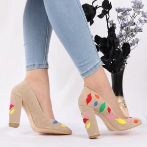 Pantofi Cu Toc Raquel Beige - Pantofi cu toc din piele ecologică cu un design unic, fii în pas cu moda şi străluceşte la următoarea petrecere. - Deppo.ro