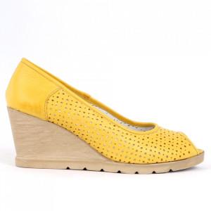 Pantofi din piele naturală cod 55672 Yellow - Pantofi din piele naturală pentru dame  Model perforat, decupați în partea din față  Calapod comod - Deppo.ro