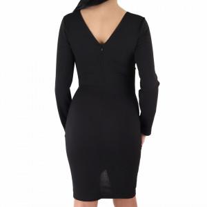 Rochie Emily Black - Rochie roșie cu negru elegantă cu un decolteu generos acoperit cu plasă neagră și decorată cu pietricele în V, pune-ți silueta în evidență și atrage toate privirile - Deppo.ro