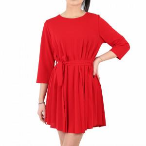 Rochie Plisată Elin Red - Rochie de culoare roșieelegantă plisatăşi o curea perfectă asortată, în același timp lejeră, iti asigura libertatea de miscare. - Deppo.ro
