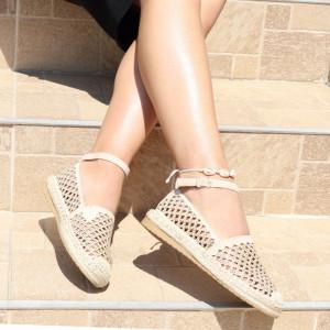 Sandale pentru dame cod F30 Beige - Sandale pentru dama din piele ecologică întoarsă  Sandale pentru dama din piele ecologică întoarsă  Model perforat  Închidere prin baretă  Calapod comod - Deppo.ro