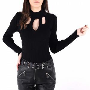 Bluză Viona Black - Bluză pentru dame cu mânecă lungă, pe gât cu un decolteu discret care vă va scoate formele în evidență - Deppo.ro