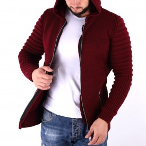Jerseu Amir Vişiniu - Este o haină de iarnă pentru bărbați foarte lejeră și călduroasă,se închide cu fermoar, de culoare vişinie cu mâneci lungi și dispune de o glugă - Deppo.ro