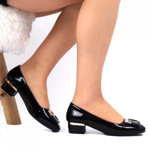 Pantofi Cu Toc 5524 Negri - Pantofi pentru dame din piele ecologică lăcuită  Foarte confortabili potriviți pentru birou sau evenimente speciale - Deppo.ro
